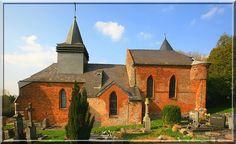 Grandrieux - Aisne - Thiérache - Cette église est compacte avec une architecture torturée. Un régal pour les amateurs de bâtiments ayant évolué sur plusieurs siècles.