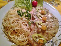 Csirkemell tejfölös gombamártással   Józsi konyhája Spaghetti, Baking, Ethnic Recipes, Food, Bakken, Essen, Meals, Backen, Yemek