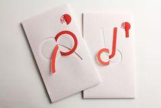 【かみの工作所/折水引】 まるで切り絵のようなデザインのスタイリッシュなご祝儀袋。1枚の紙でシンプルに紅白のみで仕上げていますが、オシャレ度はかなり高いアイテムです。