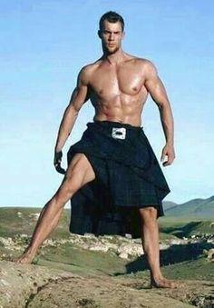 Watch the Tartan rise. Scottish Man, Scottish Kilts, Bodybuilder, Handsome Men Quotes, Men Quotes Funny, Arab Men, Barefoot Men, Men In Kilts, Hommes Sexy