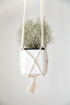 Stupid easy, adorable, DIY pot hanger, takes 20 minutes | Chi Chi Dee Handmade: DIY Macrame Pot Hanger Tutorial