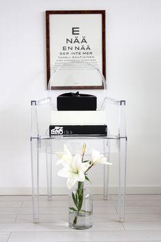 homevialaura | Kartell Louis Ghost Chair | flowers | liles | Fashion book | black & white | home interior