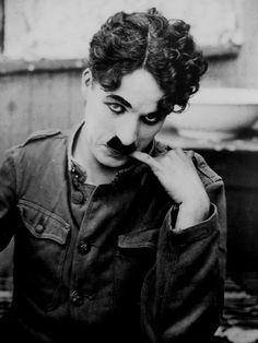 """Charles Chaplin en """"Armas al Hombro"""" (Shoulder Arms), 1918"""