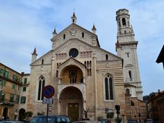 ROMANESQUE ARCHITECTURE, Italy -  Basilica of San Zeno, Verona, Italy, (1123 onwards) The little arched colonnades below the eaves became characteristics of Lombardo-Rhenish in the northern Italy.