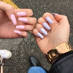 Coffin nails in pastel colours, such a good trend!