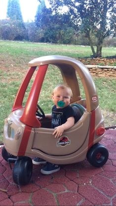 Little Tykes Car, Cozy Coupe Makeover, Jurassic Park Jeep, Mermaid Crafts, Dinosaur Nursery, Baby Dinosaurs, Geek Fashion, Jeep Stuff, Diy For Girls