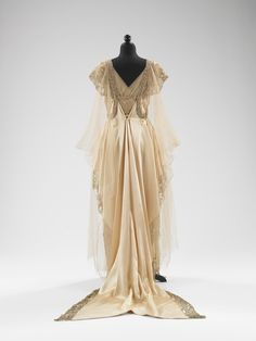 so much, just so, aw, it's like wearing a sculpture. whattheywore:  My favourite yet, evening dress by the Callot Soeurs, 1915-16.
