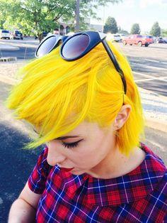 sunshine yellow hair is gorg. Pretty Hairstyles, Wig Hairstyles, Yellow Hair Color, Hair Colors, Neon Hair, Mellow Yellow, Bright Yellow, Bright Hair, Coloured Hair