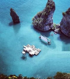 seriously?? If this is so...I want to go! Floating Cinema in Thailand
