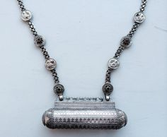 SOLD - Ethnic silver necklace with amulet box from India op Etsy