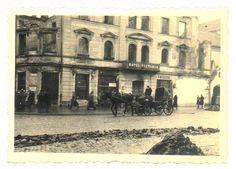 w miejscu gdzie stal Hotel Victoria znaleziono piwnice pelne beczek dobrego wina i skrzynie z amunicja.historia lata 50, zdjęcie 09.1939 r.