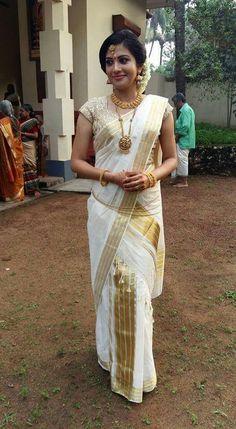 Actress Shivada Nair in Malayali Saree Kerala Bride, Hindu Bride, South Indian Bride, Indian Bridal, South Indian Sarees, Onam Saree, Kasavu Saree, Kerala Saree, Indian Dresses