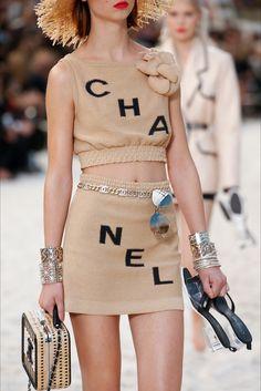 Chanel Spring 2019 Ready-to-Wear Collection - Vogue Fashion Week, Look Fashion, Fashion Brand, High Fashion, Fashion Design, Fashion 2018, Chanel Fashion Show, Couture Fashion, Runway Fashion
