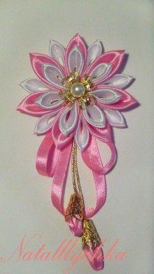Kanzashi rosa colgante