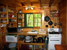 small+cabib+kitchen | love this tight cabin kitchen, this might be what our