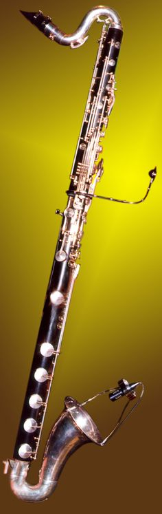 LCM 82B for Bass Clarinet The clarinet produces a quite low sound volume and this sound is coming from many places due to the open keys. In addition to this, the volume of the mechanical and fingering
