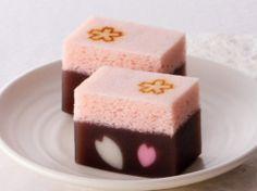 花のしらべ Japanese Candy, Japanese Sweets, Japanese Food, Japanese Things, Desserts Japonais, Japanese Wagashi, Italian Desserts, Rice Cakes, Piece Of Cakes