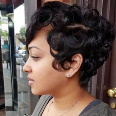 Long pixie hairstyles are a beautiful way to wear short hair. Many celebrities are now sporting this trend, as the perfect pixie look can be glamorous, elegant and sophisticated. Here we share the best hair styles and how these styles work. Trending Hairstyles, Pixie Hairstyles, Pixie Haircut, Black Hairstyles, Shaved Hairstyles, Frontal Hairstyles, American Hairstyles, Bandana Hairstyles, Pixie Cut Wig