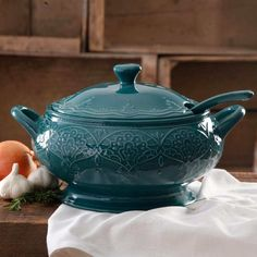 Kitchen Cookware Pioneer Woman Farmhouse Lace Soup Tureen w/ Lid Ladle Teal The Pioneer Woman Farmhouse Lace Tureen with Lid and Ladle Home Kitchen Dining Dining Entertaining ServewareThe Pioneer Woman Farmhouse Lace Tureen with Lid and Ladle:5-liter tureenHand wash only. | eBay!