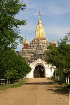 The temple of Ananda is one of the most beautiful Buddhist monuments of Bagan, Myanmar Myanmar Travel, Burma Myanmar, Temple Ruins, Buddhist Temple, Bagan, Monuments, Sri Lanka, Easy Wood Projects, Place Of Worship