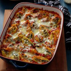 From pasta and pizza to soup and salad, find Italian recipes your family will love! Try recipes for tomato sauce, pasta bakes and more. Tomato Sauce Recipe, Sauce Recipes, Beef Recipes, Italian Recipes, Cooking Recipes, Italian Dishes, Hamburger Recipes, Pasta Recipes, Ground Beef Dishes