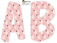Alfabeto con círculos en marrón y rosa.