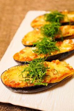 Fried Eggplant with Miso and Melted Cheese Recipe by cookpad. Snack Recipes, Cooking Recipes, Healthy Recipes, Snacks, Fromage Cheese, Japanese Dishes, Eggplant Recipes, Asian Recipes, Carne