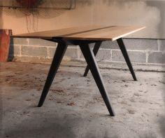 A1 pukkipöytä, tammipuu. Design Uolevi Nurmi.