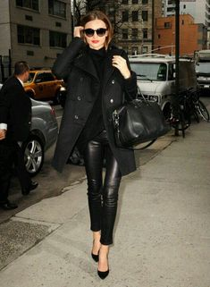 Miranda Kerr looks chic in all-black outfit Estilo Miranda Kerr, Miranda Kerr Style, Looks Chic, Looks Style, Look Fashion, Street Fashion, High Fashion, Street Chic, Street Style