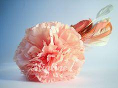 rosafarbene Haarklammer Federn Blume von Mialine auf DaWanda.com