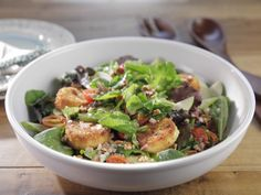 Get this all-star, easy-to-follow Mixed Greens with Roasted Cherry Tomatoes and Fried Goat Cheese Croutons recipe from Trisha Yearwood