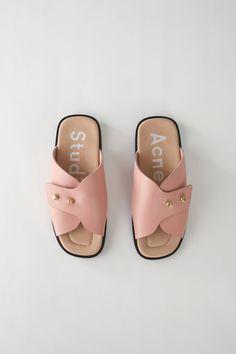 Acne Studios Slide sandals pink Mode, Chaussures De Mode, Sandales À  Glissière, Nouvelles 45200cd5de2