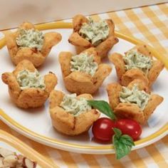 Tomato-Pesto Appetizer Tarts - Cookie and Appetizer Dough is a perfect solution for busy schedules. Because the dough can be refrigerated (or frozen), it's convenient to bake whenever guests drop in unexpectedly. Finger Food Appetizers, Appetizer Recipes, Appetisers, Appetizer Ideas, Bridal Shower Appetizers, Wedding Appetizers, Bridal Showers, Aperitivos Finger Food, Nail
