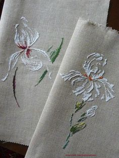 Love these designs, white and green on this fabric gives it an elegant look. Cross Stitch Charts, Cross Stitch Designs, Cross Stitch Patterns, Ribbon Embroidery, Cross Stitch Embroidery, Embroidery Patterns, Crochet Rug Patterns, Flower Patterns, Bordados E Cia