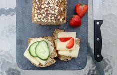 Proteinrikt havrebrød med chiafrø - LINDASTUHAUG Dairy, Cheese, Vegan, Baking, Facebook Instagram, Bakken, Vegans, Backen, Sweets