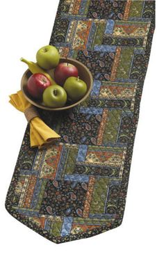 FREE PATTERN - Quilted Table Runner for Thanksgiving. :)