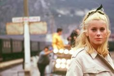 Catherine Deneuve on the set of The Umbrellas of Cherbourg, the 1964 musical film directed by Jacques Demy Catherine Deneuve, Jacques Demy, Bob Fosse, Classic Beauty, Timeless Beauty, French Beauty, Classic Style, Classic Hollywood, Old Hollywood
