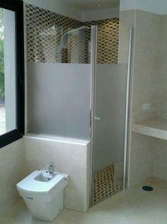 Mampara de ducha con vinilo efecto arenado
