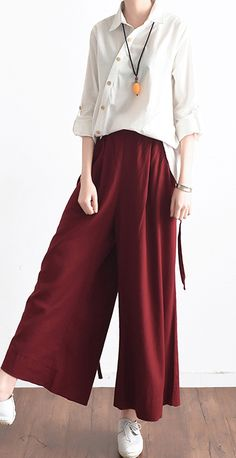 red casual stylish linen pants oversize elastic waist crop pantsMost of our dresses are made of cotton linen fabric, soft and breathy. loose dresses to make you comfortable all the time. Makes you look slimmer and ma Women's Summer Fashion, Look Fashion, Hijab Fashion, Fashion Outfits, Womens Fashion, Fashion Trends, Mode Hijab, Linen Pants, Summer Outfits Women