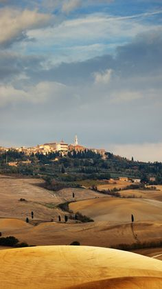 Pienza is a charming hilltop town in Tuscany's UNESCO-protected Val d'Orcia. #Italy