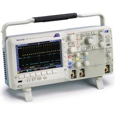Máy hiện sóng số Tektronix MSO2022B (200 MHz, 2 kênh, 2.1 ns, 1 GS/s). Cung cấp băng thông lên đến 200 MHz, tốc độ lấy mẫu 1 GS/s, MSO2022B Mixed Signal Oscilloscope cung cấp các tính năng gỡ lỗi tiên tiến với giá thành phải chăng. Máy hiện sóng Tektronix MSO2022B được trang bị lên đến 18 kênh, bạn có thể phân tích các tín hiệu tương tự và kỹ thuật số với một công cụ duy nhất. Kết hợp với phân tích bus nối tiếp và song song tự động, bộ lọc thông thấp FilterVu™ và điều khiển Wave Inspector®…