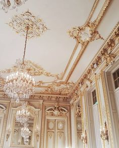 Image about aesthetic in architecture by h e a v e n l y Cream Aesthetic, Gold Aesthetic, Classy Aesthetic, Aesthetic Vintage, Images Esthétiques, Princess Aesthetic, Queen Aesthetic, Beautiful Architecture, Baroque Architecture
