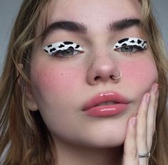 inspo - cow pattern, make up artist Makeup Eye Looks, Eye Makeup Art, Crazy Makeup, Cute Makeup, Pretty Makeup, Skin Makeup, Eyeshadow Makeup, Edgy Makeup, Movie Makeup