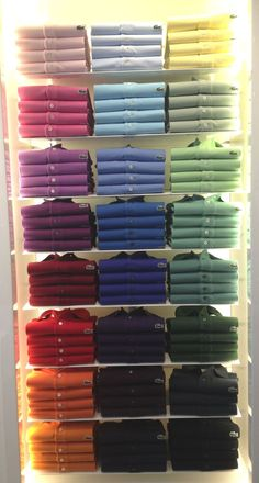Blog daLullu Lacoste Polo Color Clothing Store Interior, Clothing Store Displays, Clothing Store Design, Mens Polo T Shirts, Lacoste Polo Shirts, Lacoste Men, Denim Display, Mens Casual Dress Outfits, Window Display Retail