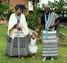 Photos of Traditional Xhosa Wedding Photos: South African + Traditional + Wedding + Dresses African Wedding Theme, African Wedding Attire, African Attire, African Traditional Wear, African Traditional Wedding Dress, Traditional Outfits, African Men Fashion, African Women, Xhosa Attire