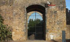 Fotografía tomada en 2017 del castillo de Tomar. Dentro de la fortaleza se encuentra el Convento de Cristo. El castillo, junto con el convento, está clasificado como patrimonio de la humanidad por la Unesco desde 1983.