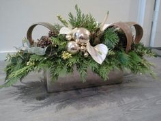 Kerst Christmas Flower Arrangements, Holiday Centerpieces, Christmas Flowers, Xmas Decorations, Flower Decorations, Christmas Wreaths, Christmas Crafts, Christmas Floral Designs, Christmas Design