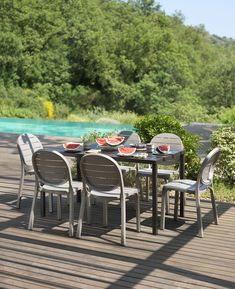 The new Cube140 Table, perfect for any outdoor dinning.