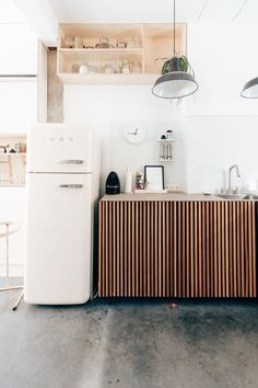 Liene and William's kitchen Hannelore Veelaert for au pays des merveilles woti, brutal chic interior carpentry woodwork wood smeg