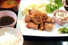 我が家のセージを野菜たちと一緒に巻きました♪ - 7件のもぐもぐ - パプリカの豚肉セージ巻き(玉ねぎ、ピーマン。我が家のセージ)、大豆のサラダ、温キャベツ、我が家の色々レタス、もずく、人参と玉ねぎのお味噌汁、白米。 by piyokoo